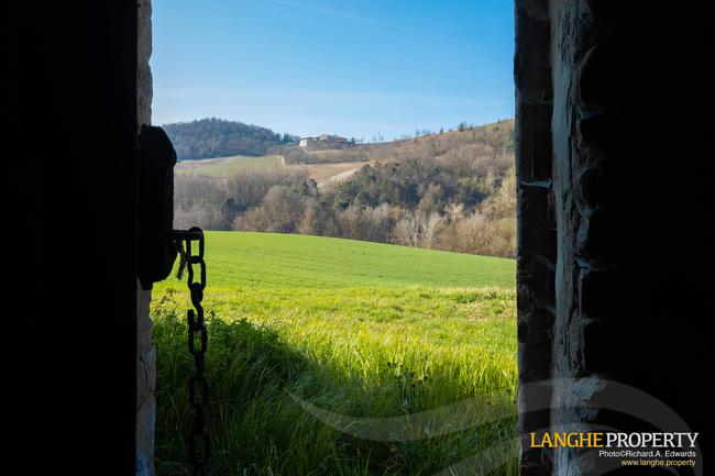 Langhe stone farmhouse for restoration-17