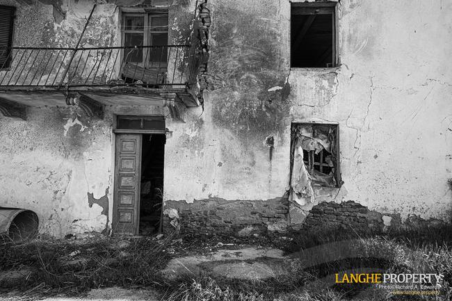 Langhe stone farmhouse for restoration-23