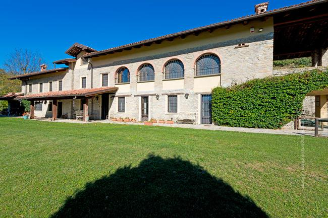 Fully restored Langhe-stone home-1