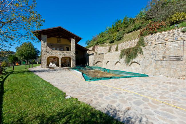 Fully restored Langhe-stone home-12