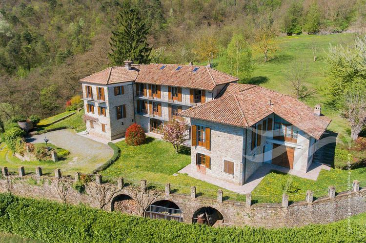 Restored luxury Langhe farmhouse