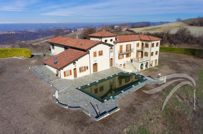 Luxurious Villa-1
