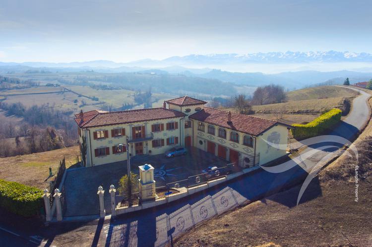 Luxurious Langhe villa