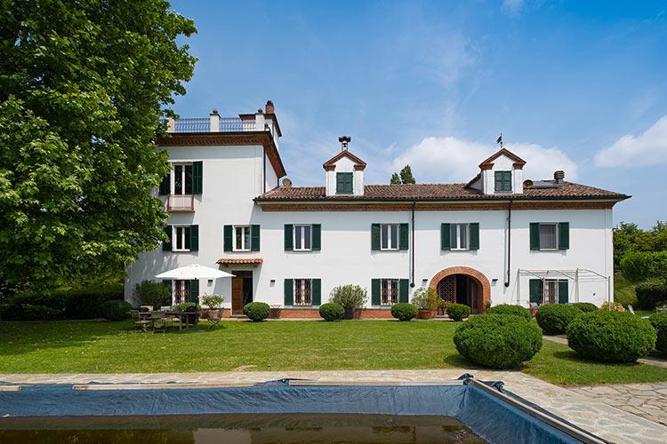Piedmont wine estate with historic villa