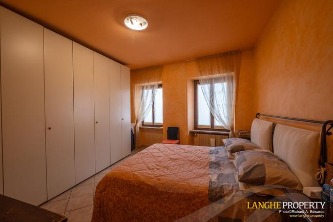 Barolo area town-house for sale-10