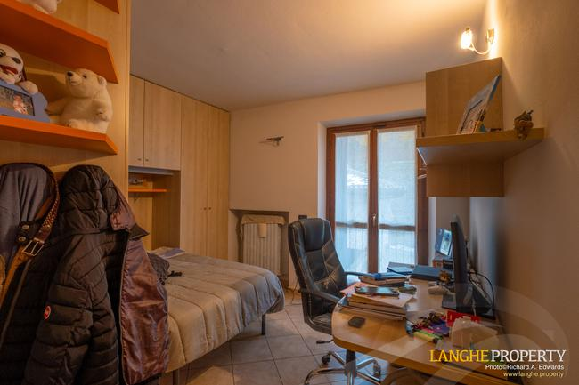 Barolo area town-house for sale-11