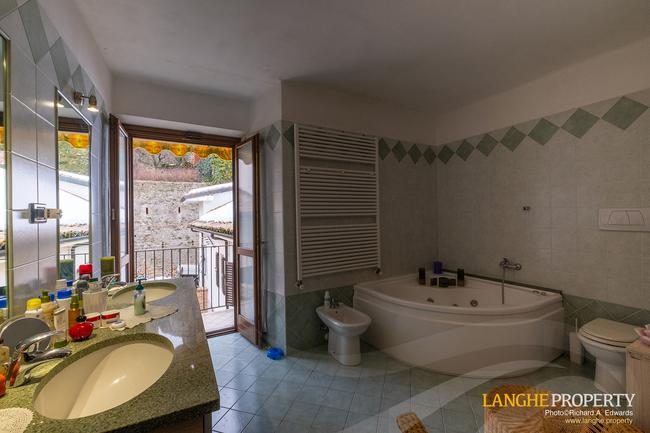 Barolo area town-house for sale-12
