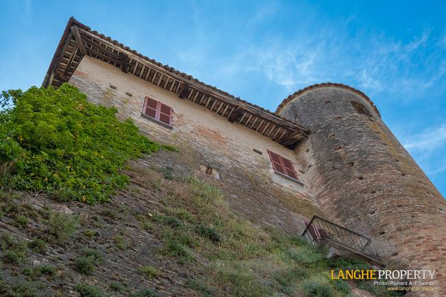 Barolo area town-house for sale-16