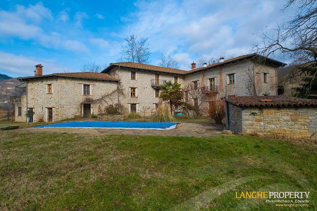 Fully restored La Langhe farmhouse-0