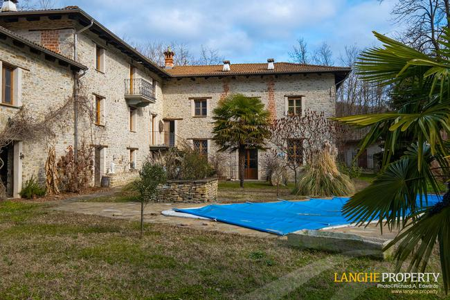 Fully restored La Langhe farmhouse-1