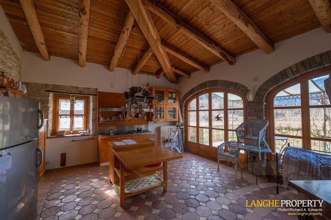 Fully restored La Langhe farmhouse-2