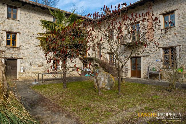Fully restored La Langhe farmhouse-3
