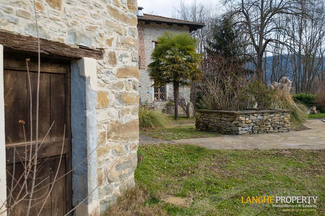 Fully restored La Langhe farmhouse-6