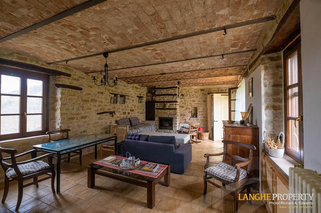 Restored farmhouse in Monferrato hills-1