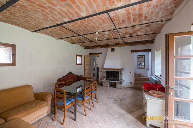 Restored farmhouse in Monferrato hills-2