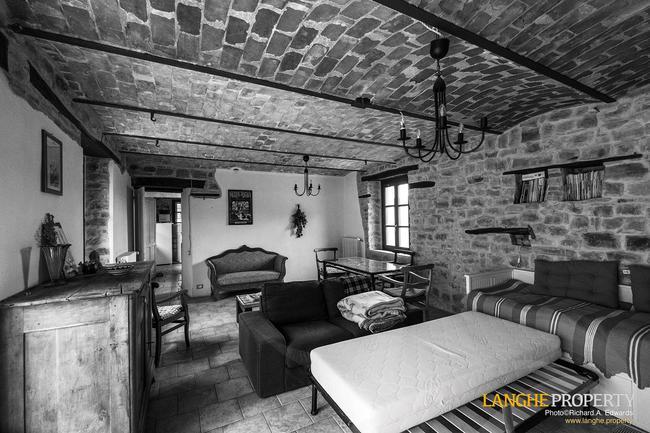 Restored farmhouse in Monferrato hills-3