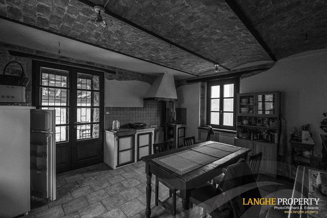 Restored farmhouse in Monferrato hills-4