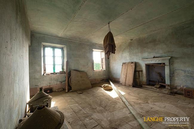 Rustic country house close to Alba-9