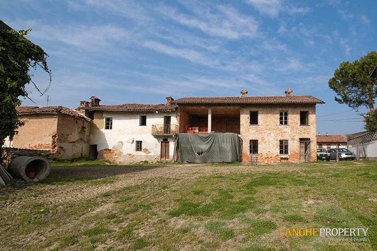 Rustic country house close to Alba