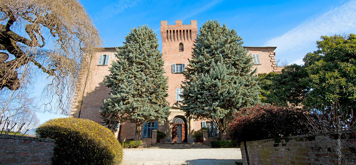 castles for sale in Piedmont Italy